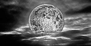 la-luna-en-el-mar