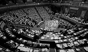 politici-italiani-stipendi-744x445